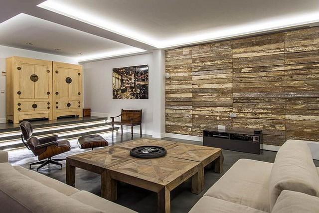 Các ván gỗ được giữ lại để tạo nên một bức tường mát mẻ.