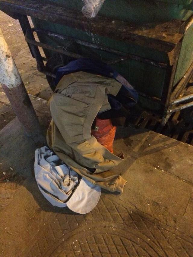 Ảnh chụp quần áo của anh chồng ham léng phéng khi đã yên vị ngoài… thùng rác.