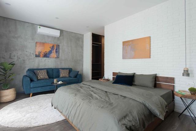 Các phòng ngủ trong nhà tuy khác nhau về cách bài trí nhưng có chung màu sắc.