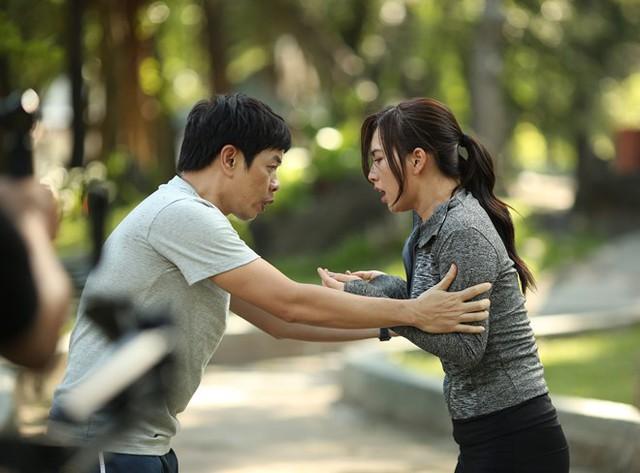 Thái Hòa và Phương Anh Đào tung hứng trong phim.
