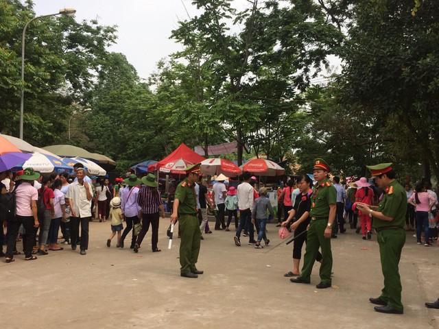 Công an tỉnh Phú Thọ đã huy động gần 1.000 cán bộ, chiến sĩ làm nhiệm vụ tại lễ hội Đền Hùng.
