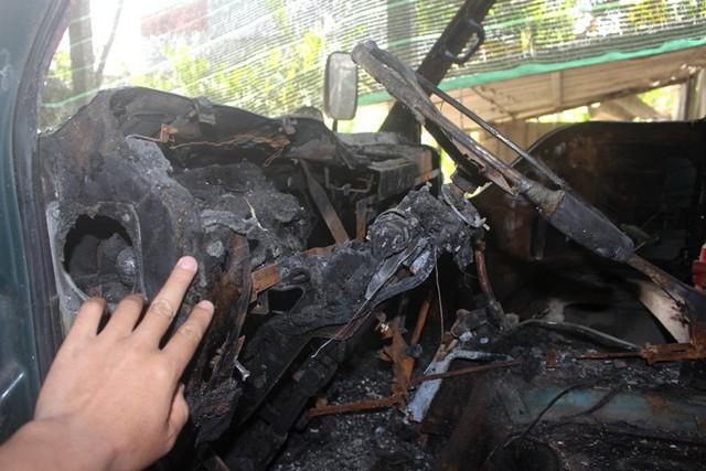Chiếc xe bị kẻ xấu đốt đang được anh Mạnh mang đi sửa. Ảnh: Đ.Tùy
