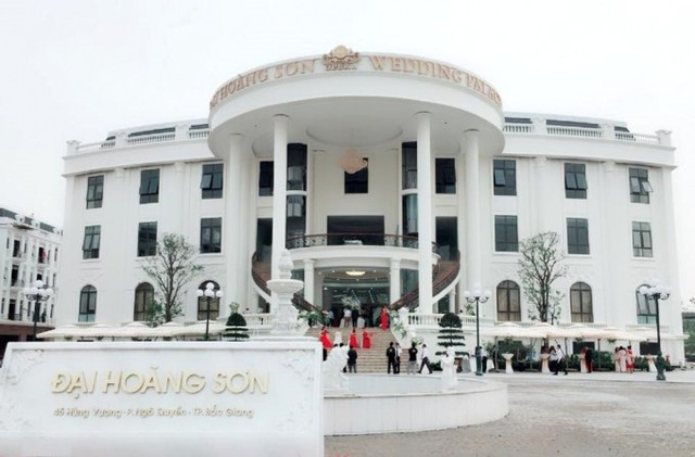 Trung tâm tiệc cưới hoành tráng của Công ty CP Đại Hoàng Sơn nằm chình ình ngay tại khu đất của Nhà khách tỉnh Bắc Giang ngày trước