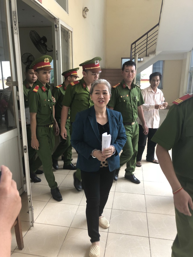 Bị cáo Vũ Thị Tuyết Trinh tại phiên tòa.
