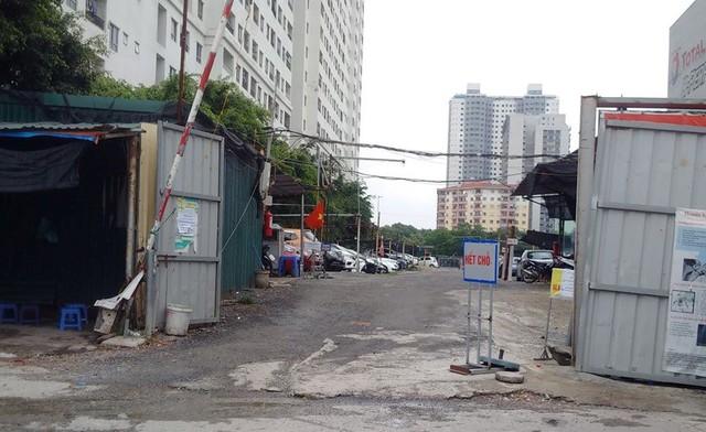 Bãi xe trái phép vẫn hoạt động ở khu Linh Đàm.