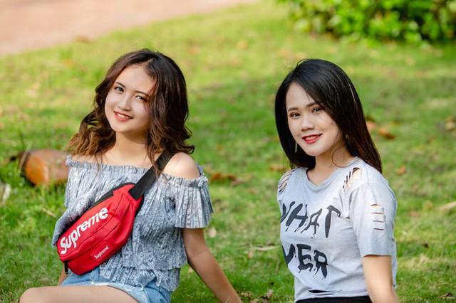 Đang ở giai đoạn có những rung động đầu đời, hai chị em thường xuyên tâm sự với nhau về chuyện học hành và tình cảm.