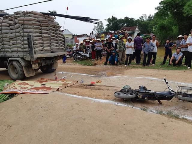 Trên đường đi học, bé gái 3 tuổi bị xe tải cán tử vong