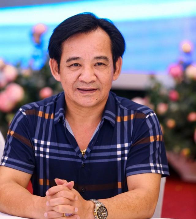Nghệ sĩ Tiến Quang giành HCV cho vai diễn Kép Bền trong vở kịch Dưới ánh đèn