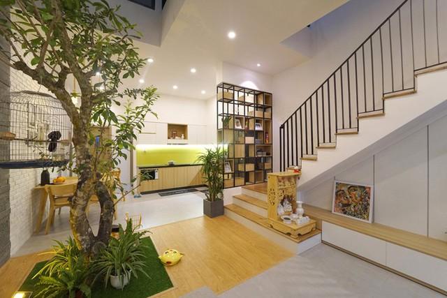 Khu đất có kích thước 5x20m, tổng diện tích sử dụng 2 tầng là 170 m2. Tổng chi phí hoàn thiện (bao gồm cả nội thất rời) là 950 triệu.