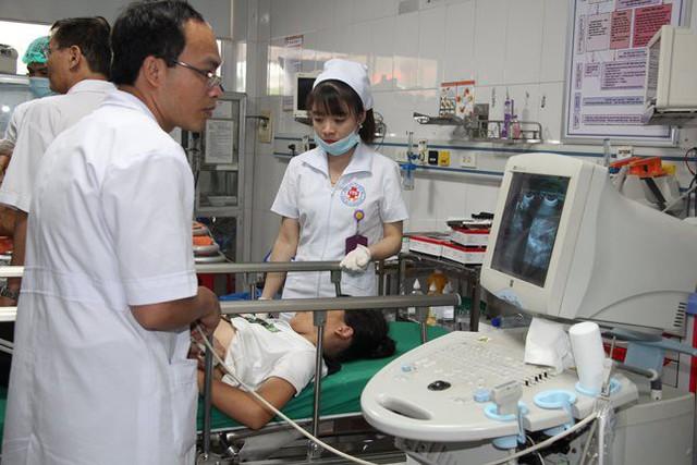 Các bác sĩ đang điều trị cho nhiều bệnh nhân gặp nạn.