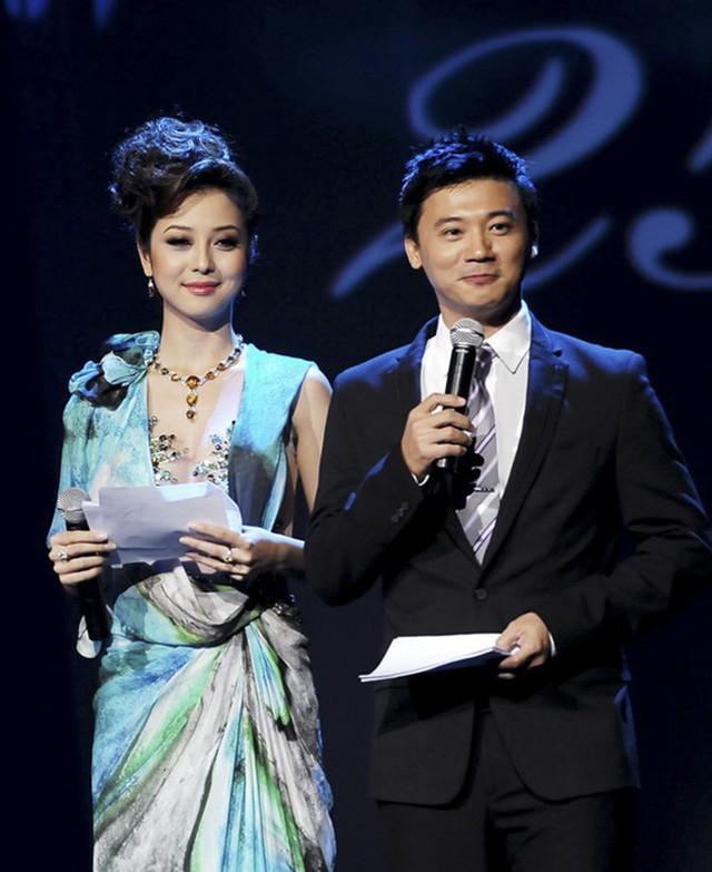 MC Khắc Nguyện dẫn HHVN 2014 cùng Jennifer Phạm