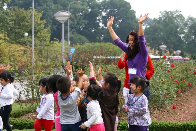 Trẻ em có quyền vui chơi, giải trí lành mạnh. Ảnh: Chí Cường