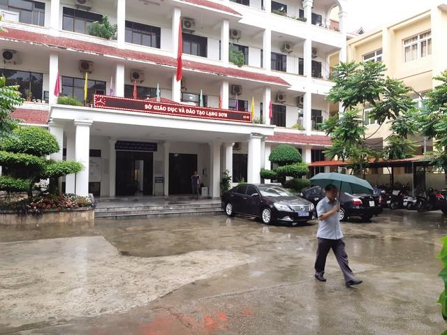Đoàn công tác của Bộ GD-ĐT rà soát quy trình tổ chức thi tại tỉnh Lạng Sơn. Ảnh: PV