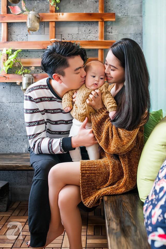 Gia đình nhỏ hạnh phúc của Kiều Anh và Văn Quỳnh.