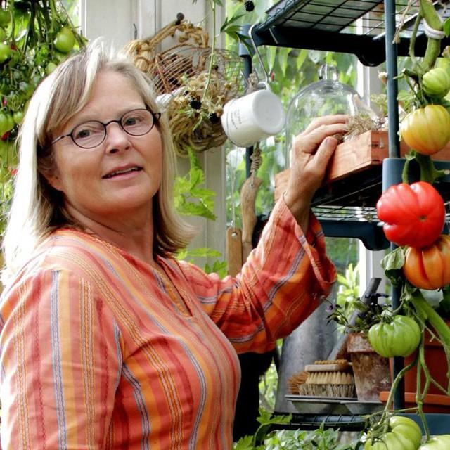 Người phụ nữ dành cả cuộc đời để làm vườn.