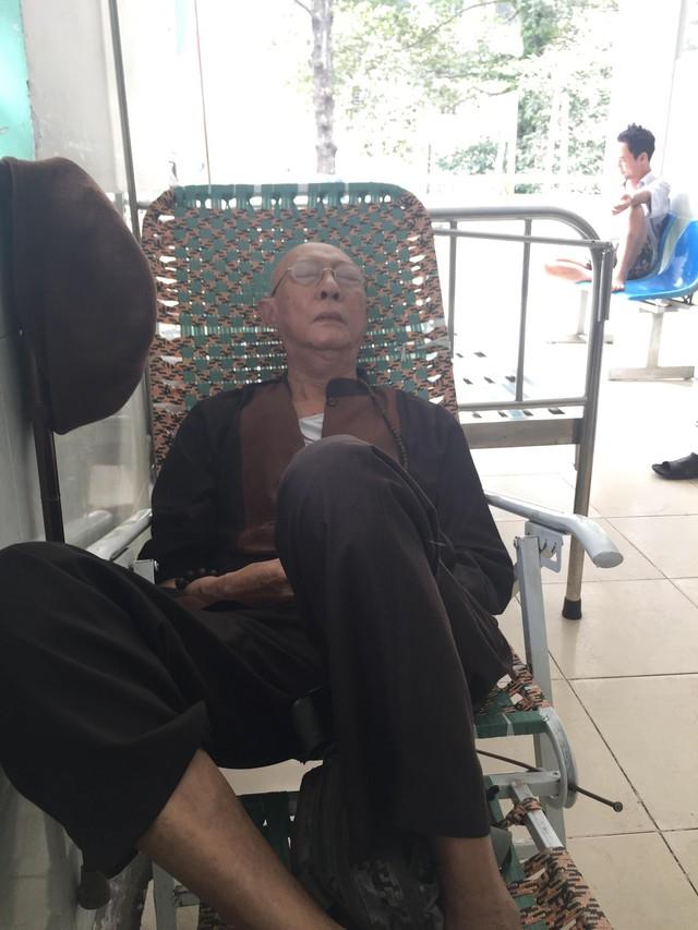 Nghệ sĩ Lê Bình điều trị ở viện. Ảnh: TL