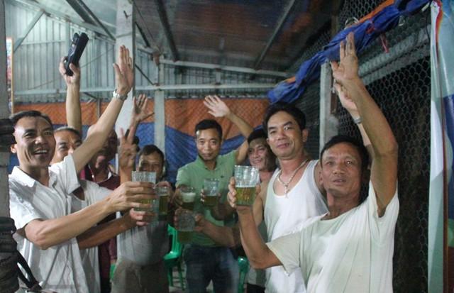Trong mỗi trận đấu có đội tuyển U23 Việt Nam, quán giải khát của bố mẹ Đức Huy sẽ miễn phí đồ uống. Ảnh: Đ.Tùy