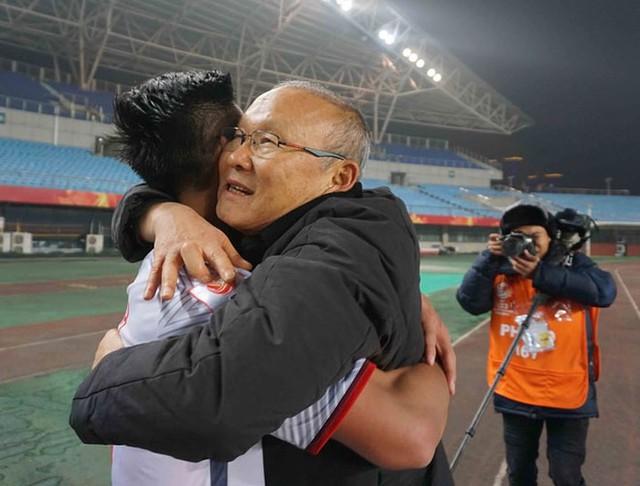 Không chỉ là một HLV tài ba, ông Park Hang Seo còn là một người thấy tình cảm, yêu thương học trò.
