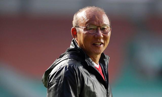 HLV Park Hang-seo mặc đồ thể thao trả lời báo chí chiều 28/8. Ảnh: Đức Đồng.