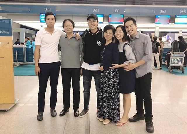 Gia đình tiễn Rocker Nguyễn trước khi anh lên đường.