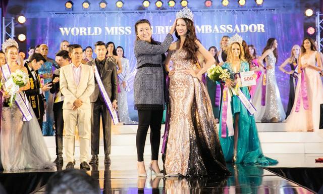 Phan Thị Mơ đăng quang Hoa hậu Đại sứ Du lịch Thế giới 2018 tại Thái Lan, tối 8/8.