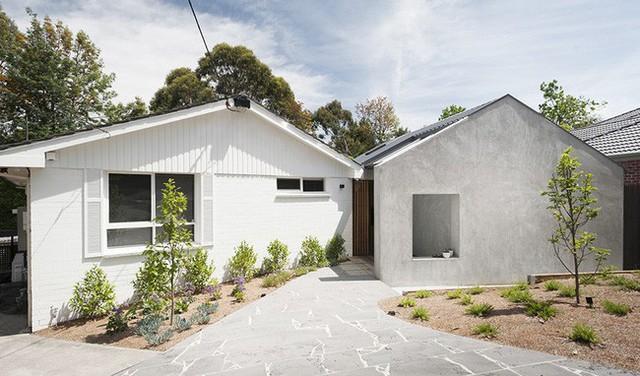 Ngôi nhà được thiết kế đơn giản, hiện đại.