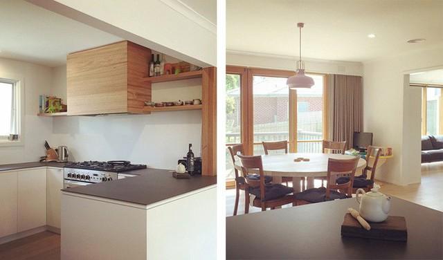 Góc nấu nướng được thiết kế hệ tủ dưới màu trắng cùng tông với tường giúp những đồ đạc cơ bản được cất trữ gọn gàng bên dưới. Phía tủ trên được bố trí hệ tủ kệ bằng gỗ với gam màu thân thuộc đầy yêu thương.