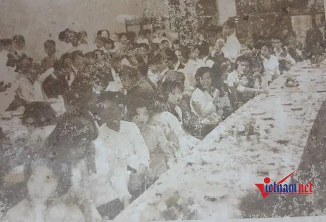 Hội trường tổ chức một đám cưới của gia đình sinh sống trên phố cổ Hà Nội.