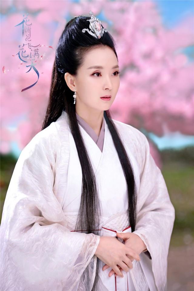 Vương Diễm thỉnh thoảng tham gia vài vai nhỏ trên màn ảnh.