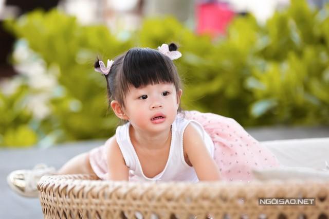 Diễm Trang và chồng luôn giữ quan điểm để con cái tự chủ cuộc sống của mình. Nếu sau này Julia mong muốn tham dự các cuộc thi nhan sắc, người đẹp sẽ dùng kinh nghiệm của mình hướng dẫn cho con gái. Diễm Trang từng đăng quang Miss Teen 2010, Nữ hoàng Cafe Việt Nam 2013, Á hậu 2 Hoa hậu Việt Nam 2014.