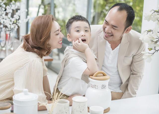 Gia đình nhỏ hạnh phúc của Tiến Luật - Thu Trang.