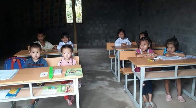 Lớp mầm non ở bản Lìn (xã Trung Lý, huyện Mường Lát) học nhờ tại nhà dân.     Ảnh: Ngọc Hưng