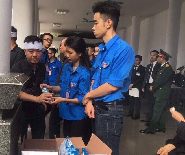 Hơn 1.000 đoàn viên thanh niên Thủ đô tham gia phục vụ Quốc tang.