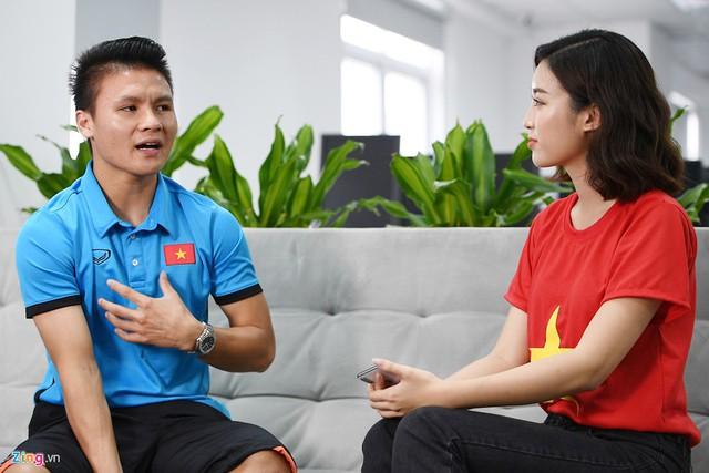 Quang Hải chia sẻ nhiều cảm xúc với chúng tôi sau màn trình diễn tại ASIAD 2018. Ảnh: Việt Linh.