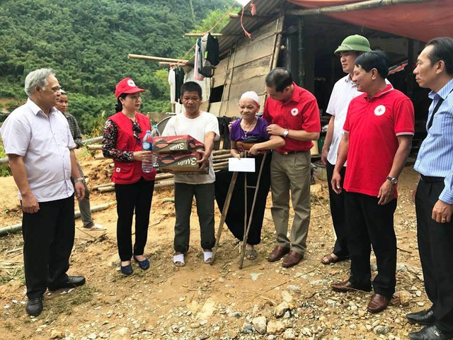 Toàn huyện đang dốc toàn lực để cứu trợ người dân.