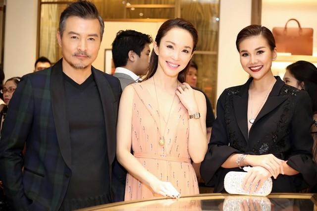 Thanh Hằng chụp ảnh kỷ niệm cùng vợ chồng Phạm Văn Phương - Lý Minh Thuận.