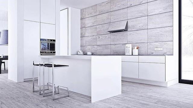 Nội thất phòng bếp màu trắng với điểm nhấn là hai chiếc ghế tối màu.