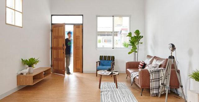 Tầng 1 bao gồm phòng khách, bếp và bàn ăn.