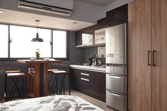 Nhà bếp và khu vực ăn uống nhỏ bé trên gác xép xinh xắn.