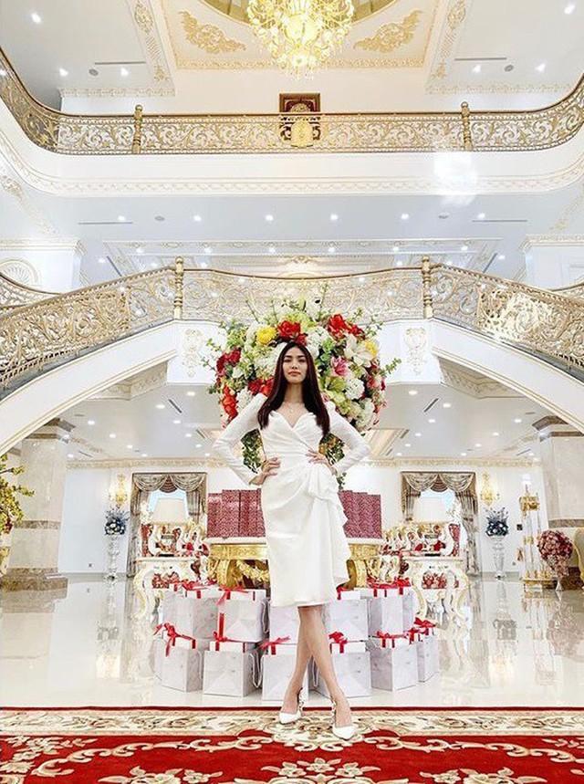 Nội thất xa hoa kiểu hoàng gia trong nhà của vợ chồng Lan Khuê.