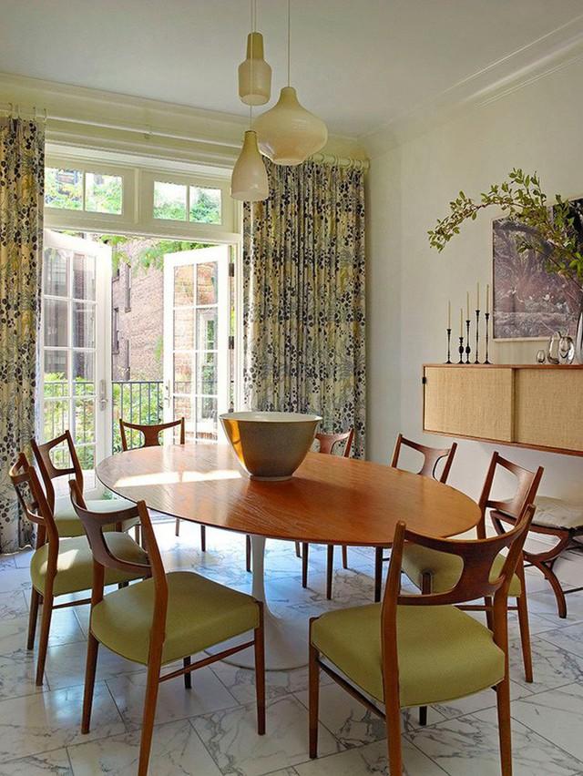 Những kiểu bàn ăn mang phong cách tối giản rất thích hợp với những gia đình có diện tích sinh hoạt không quá lớn.