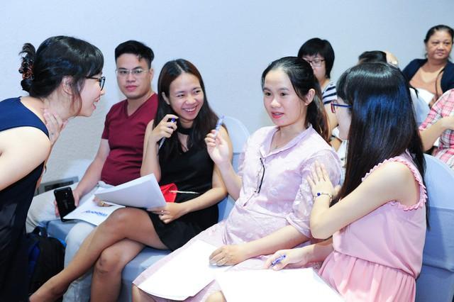 Khách mời Phiên Nghiên chia sẻ phương pháp viết trị liệu tại sự kiện