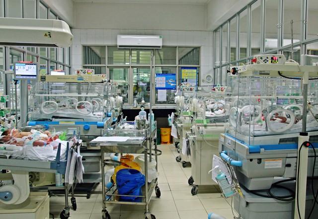 Căn phòng nhỏ của Trung tâm có hơn 20 bé đang được điều trị