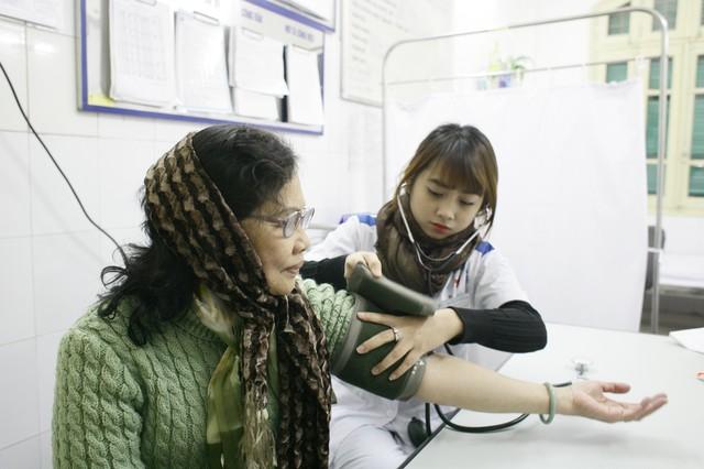 Năm 2019, ngành Y tế triển khai đồng bộ các giải pháp nhằm nâng cao chất lượng công tác chăm sóc sức khỏe người dân. Ảnh: Chí Cường