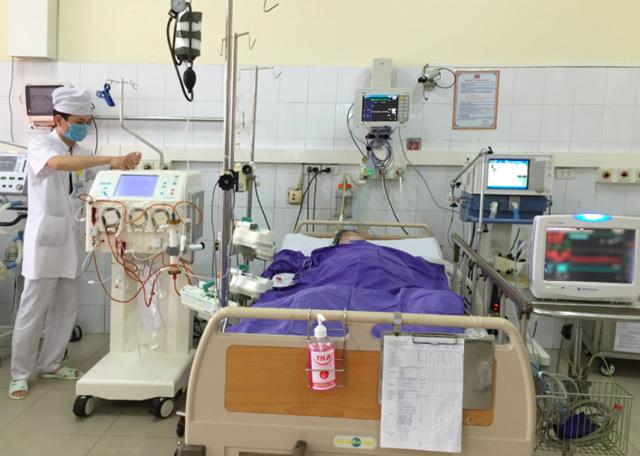 Một bệnh nhân bị nhiễm liên cầu lợn sau ăn tiết canh điều trị tại BVĐK tỉnh Quảng Ninh. Ảnh: TL