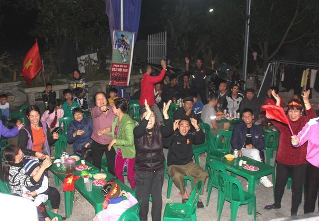 Niềm vui và sự kỳ vọng của người hâm mộ nước nhà giành cho tuyển Việt Nam. Ảnh: Đ.Tùy