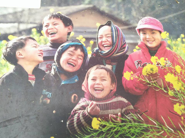 Bé Vừ Mí Pó và các bạn để lại ấn tượng đẹp trong lòng người xem Triển lãm ảnh Đồng Văn.