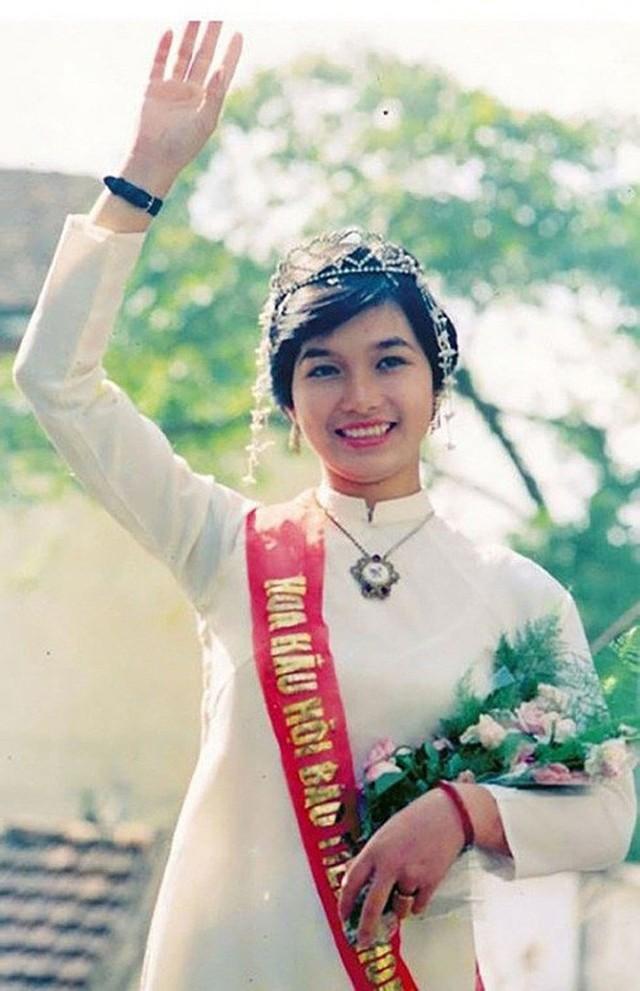 Hoa hậu Bùi Bích Phương thời điểm mới đăng quang