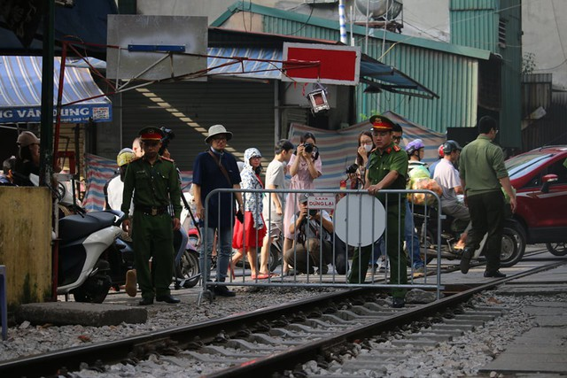 Nóng: Chính thức xóa sổ phố đường tàu Phùng Hưng - Ảnh 5.