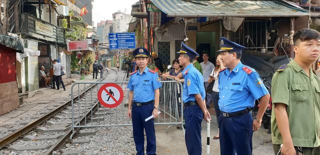 Nóng: Chính thức xóa sổ phố đường tàu Phùng Hưng - Ảnh 3.